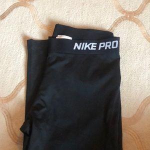 Nike Pro cropped leggings